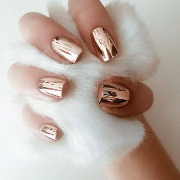 Metallic Nails Replicate A Mirror Look