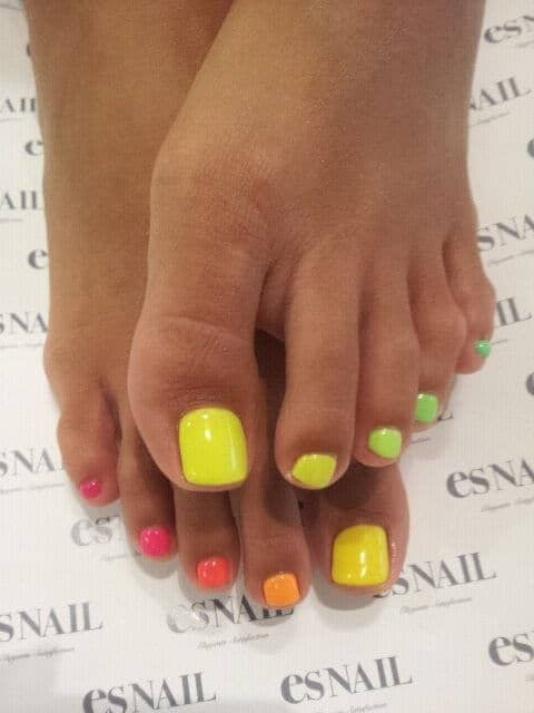 50 Adorable Summer Toe Nail Art Inspirations to Let the Summer Fun Begin - image 06-summer-toe-nails-thelateststyle on https://alldesingideas.com
