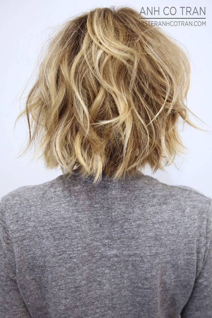 Sexy Tousled Short Wavy Hair