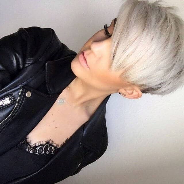 Modern Short Straight Hair With Color