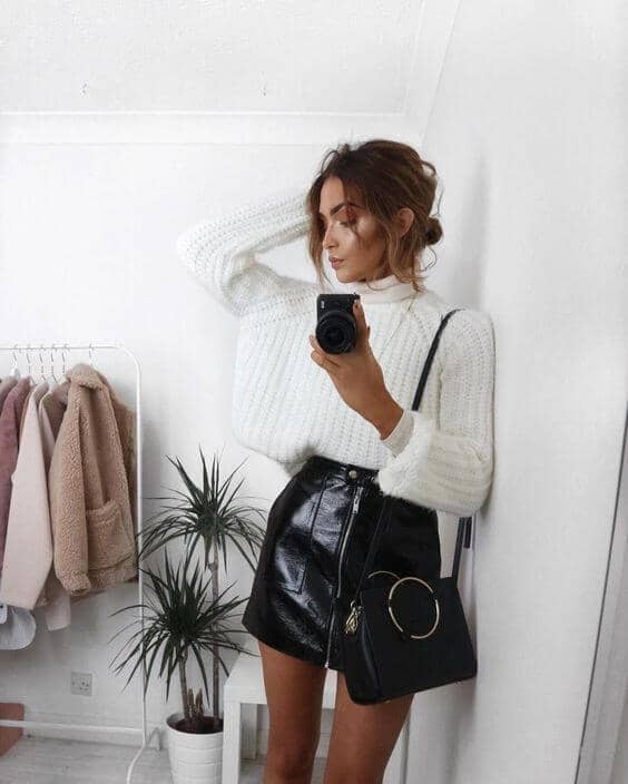 Black Leather Skirt With Zipper Detail