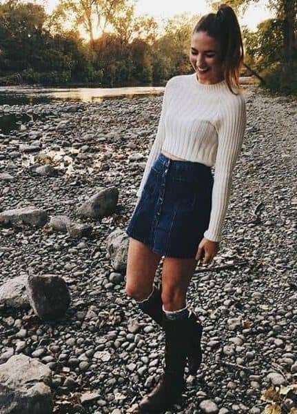 Classic Denim Miniskirt for a Stylish but Old-School Look