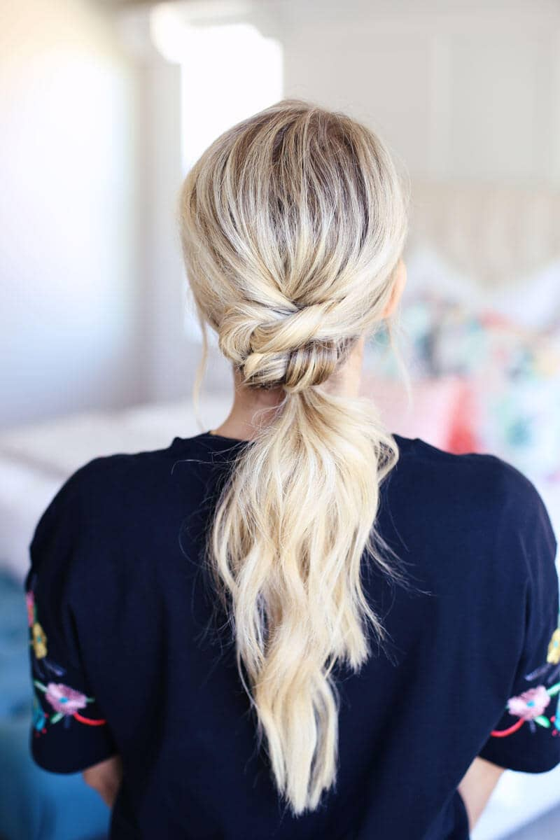 Pretty and Easy Knotted Ponytail