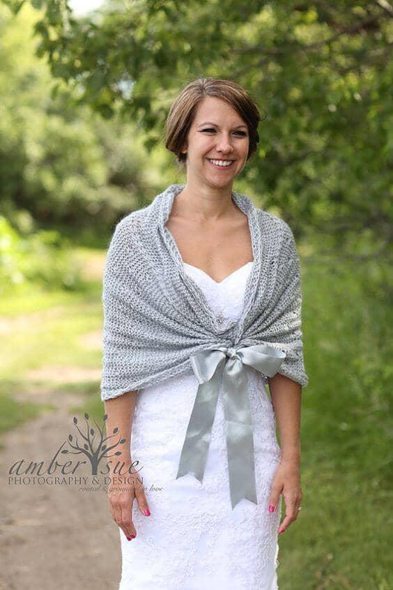 25 wonderful winter wedding dresses you 39 ll fall in love with for Winter shawls for wedding dresses