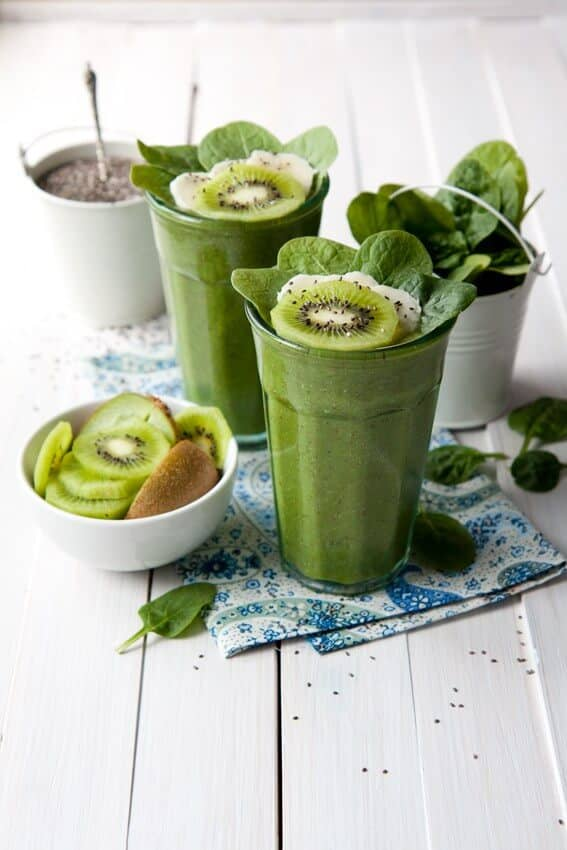 Kiwi, Spinach, and Chia Seed Smoothie
