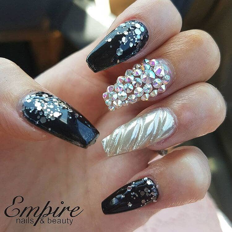 45 Edgy Unicorn Horn Nails In Black