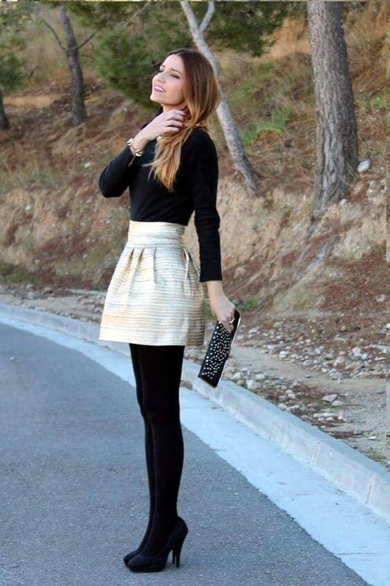 Черные колготки и футболка, полная, структурированная мини-юбка