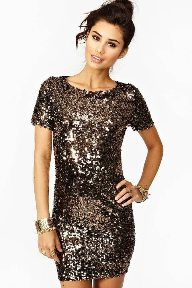 25 Glittery New Years Eve Outfits for Glamorous Gals
