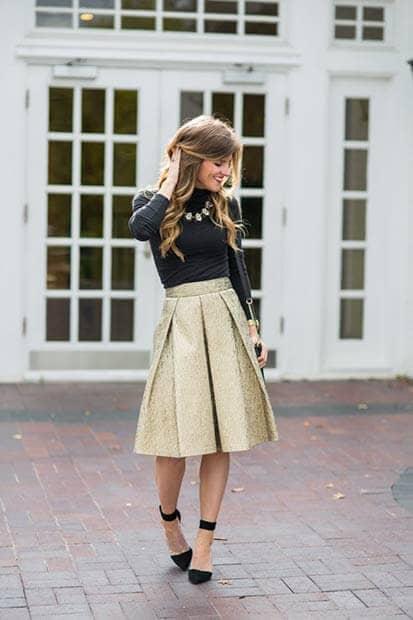 Плиссированная юбка Gold Box, черная водолазка и туфли