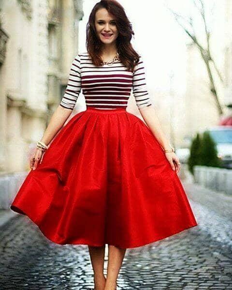 Красная структурированная круглая юбка с топом в полоску