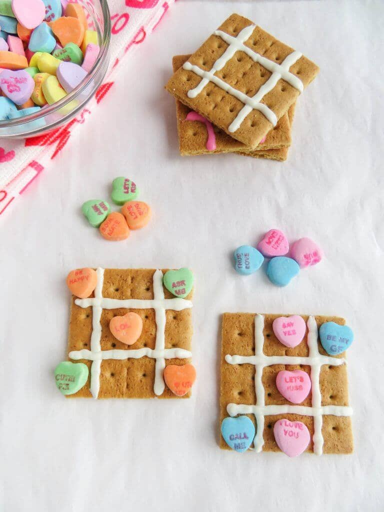 Graham Cracker and Sweethearts Tic-Tac-Toe