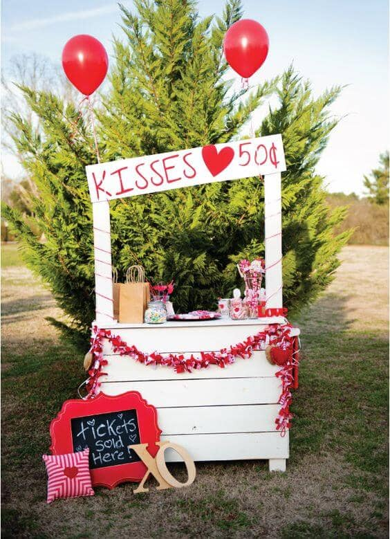Cute Kissing Booth Yard Decoration