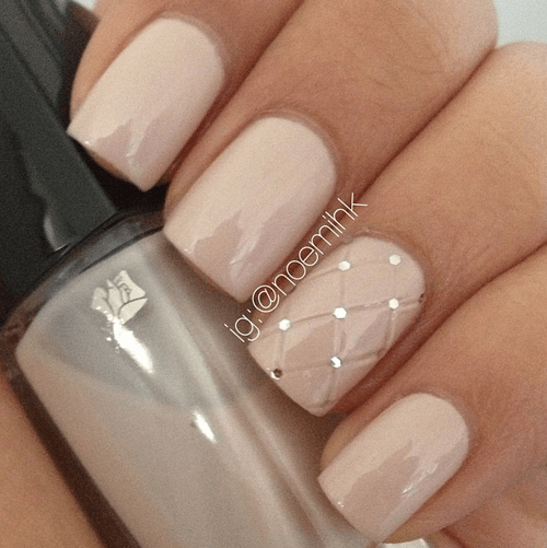4 Sophisticated Beige Short Nail Design