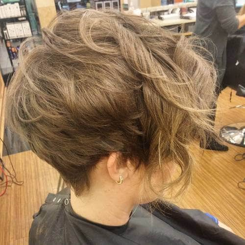 Short Haircuts Women Can Wear with Naturally Wavy Texture