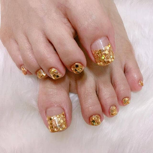 Pedicure Ideas with Dramatic Golden Sequins