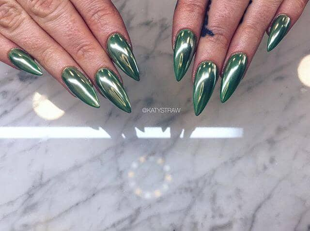 23 Sharp And Pointed Green Nails
