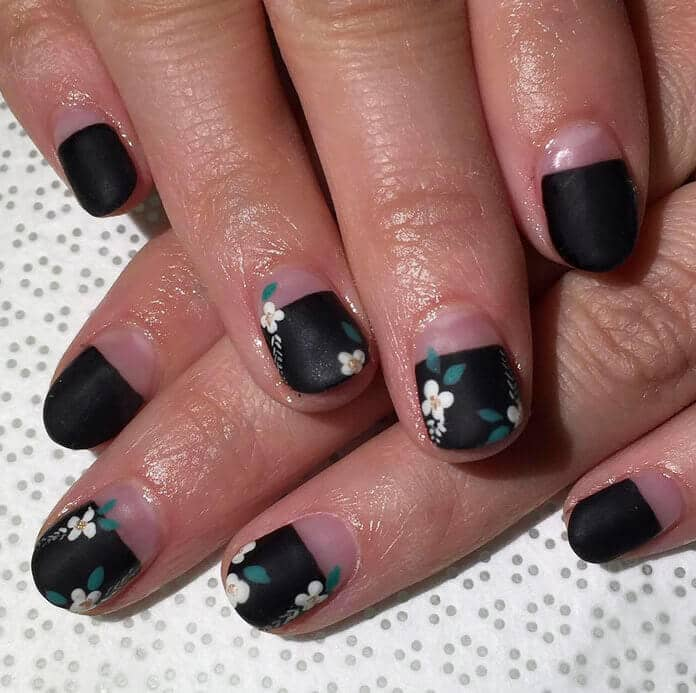 25 China Doll Sweet Flowers And Black Short Nail Design