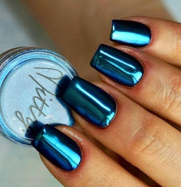 26 Short And Metallic Dark Blue Nails