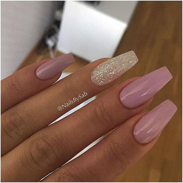 26 Perfectly Mauve Nails With Gold Glitter Accent