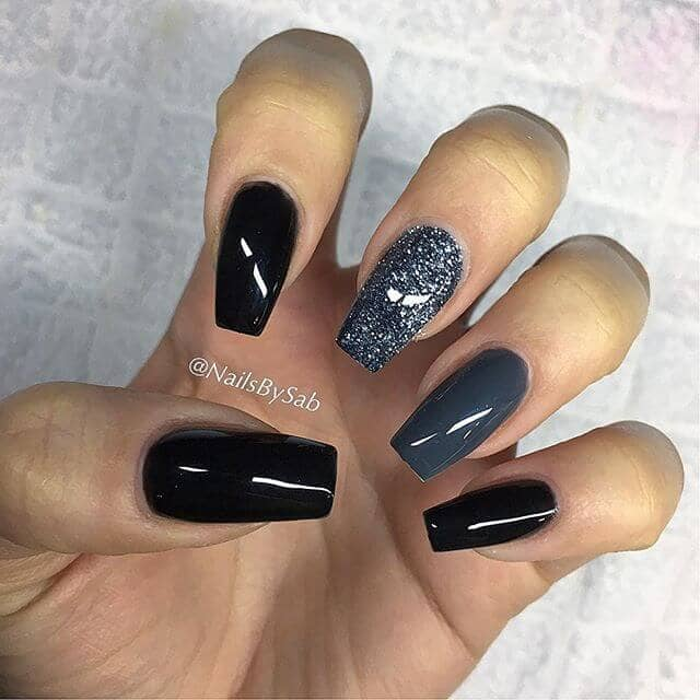 Shimmery Gray to Black Glitter Nails