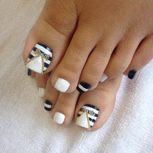 Classy Striped White and Black Pedicure Ideas