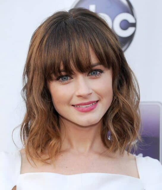 Shoulder Length Cute Hairstyle With Blunt Bangs