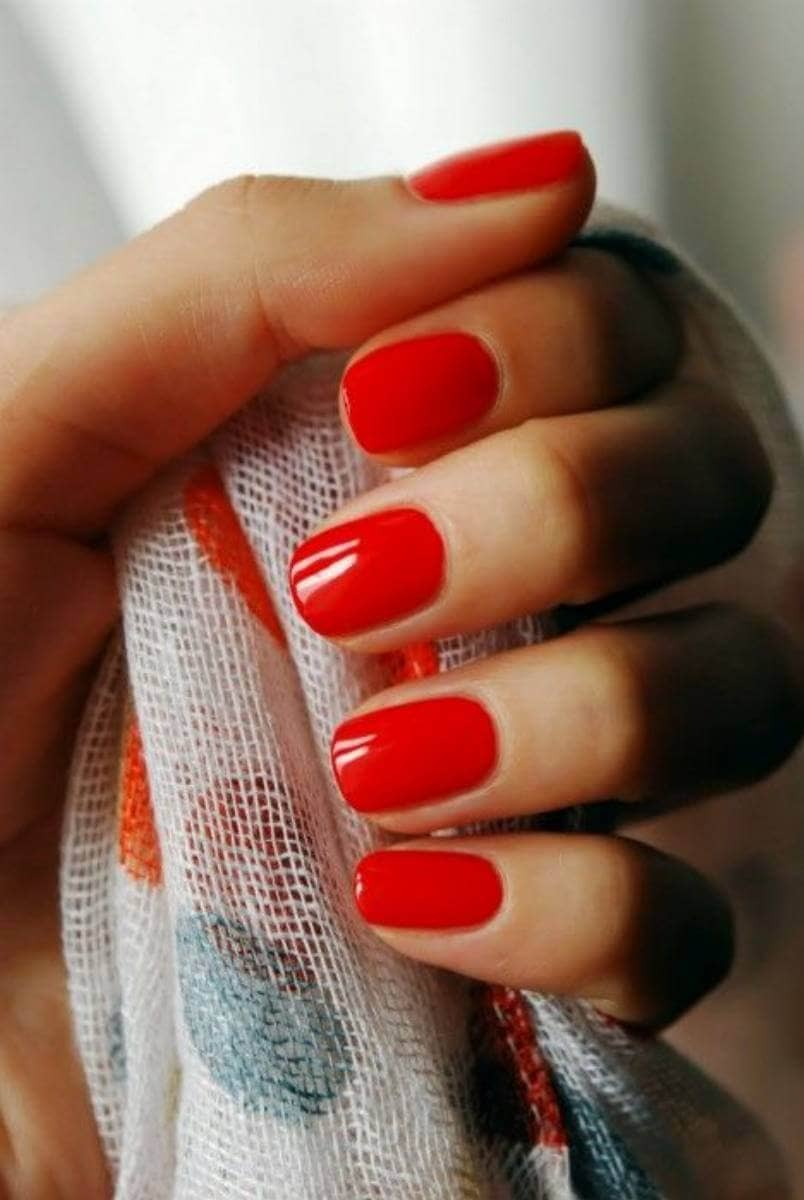 Minimal Cherry Red Summer Manicure