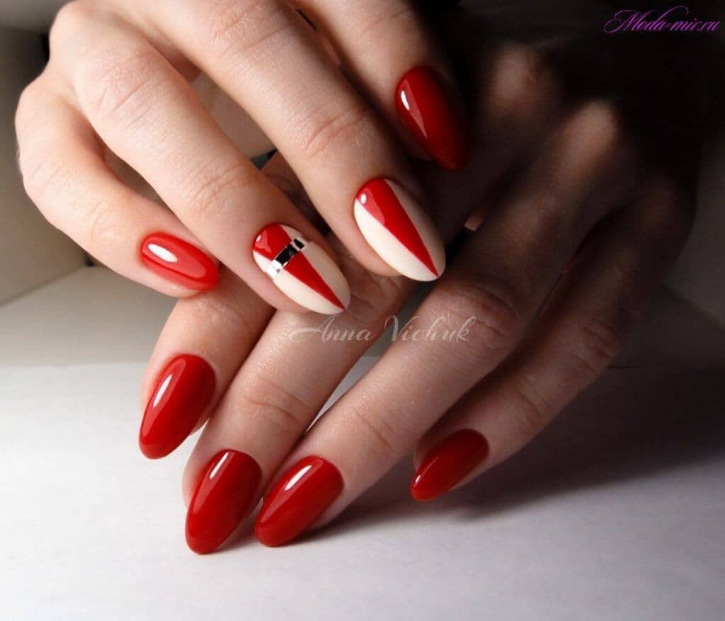 Under The Big Top - Red, White And Silver Round Nails