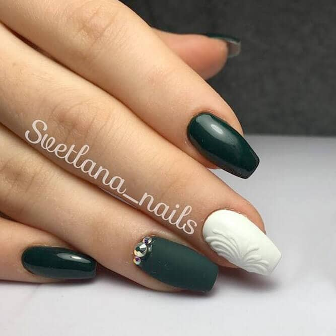 Grecian Inspired Black And White Short Nail Design