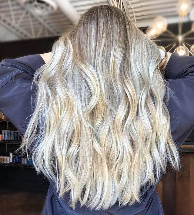 Lange Platin-blonde Strand-Wellen