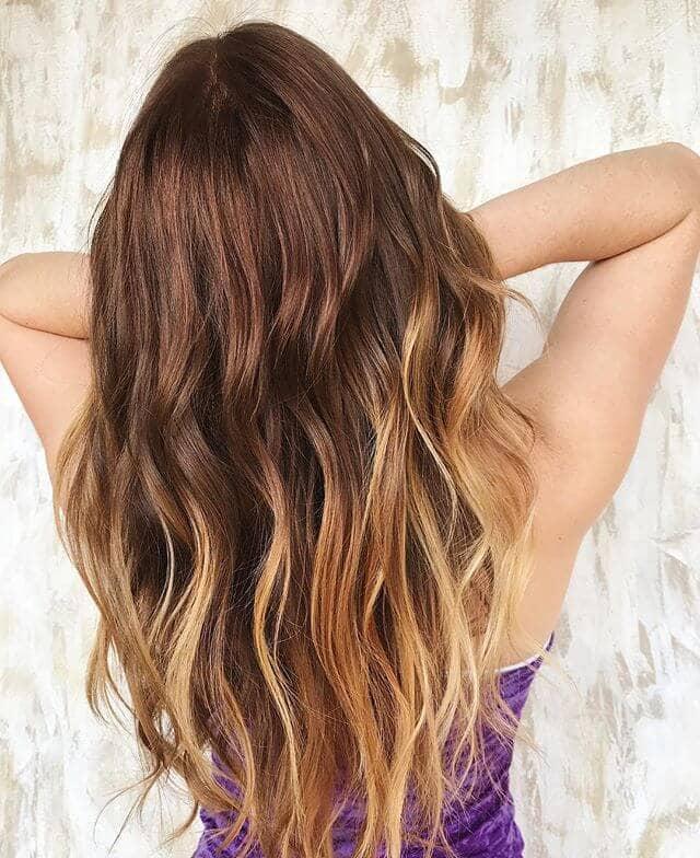 Verführerisches Windblown Sunny Bronze Blondes Haar