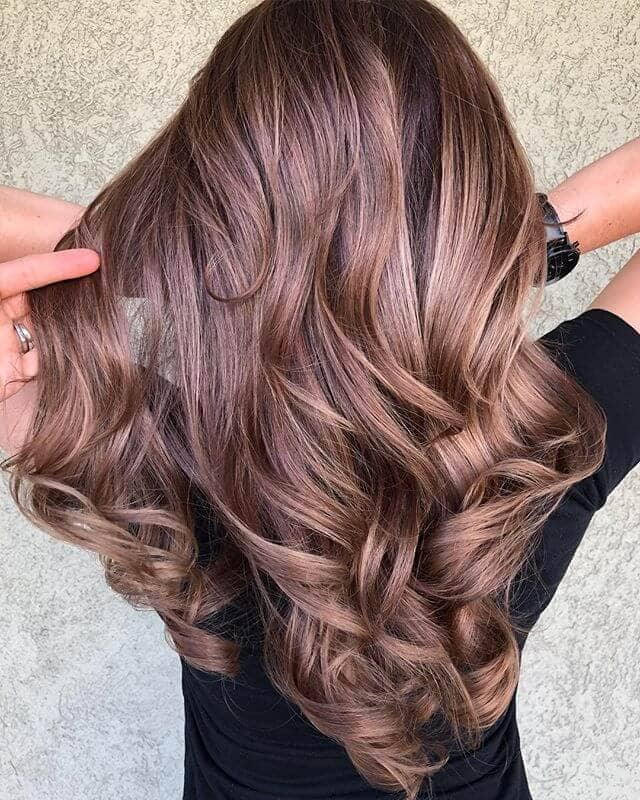 Luscious Long Brunette mit Hazel Curls