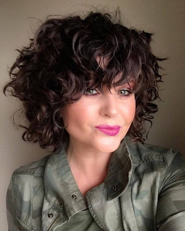 Short Wavy Hair with Voluminous Waves