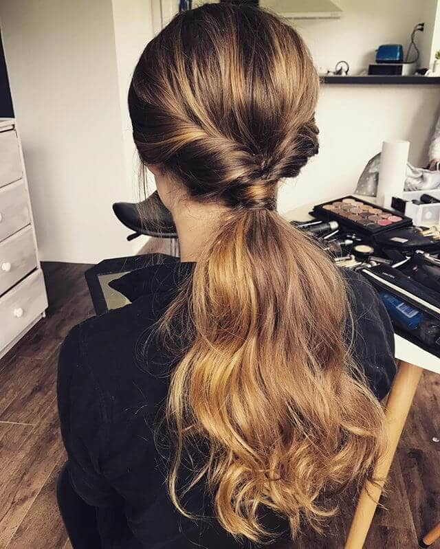 Klasik Muhteşem Flipped At Kuyruğu Saç Kesimi