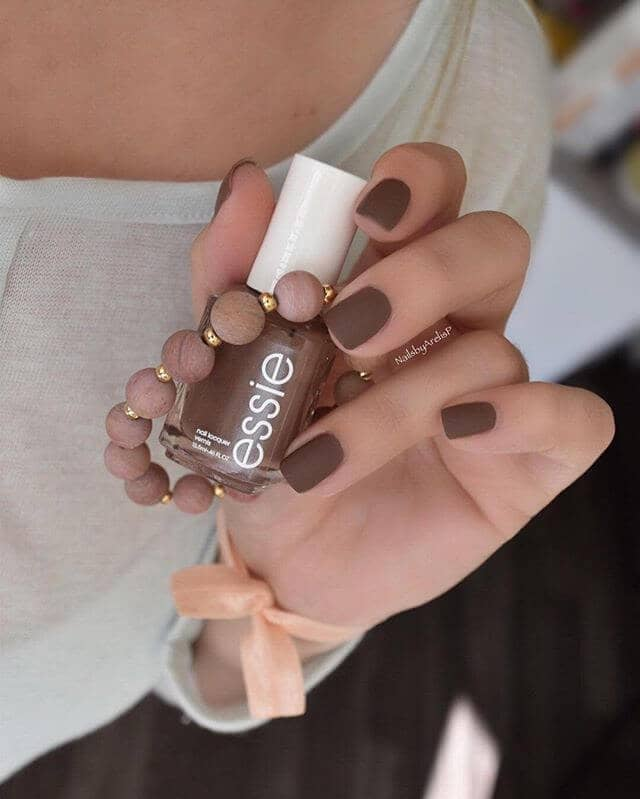 Clean and Simple Neutral Nails