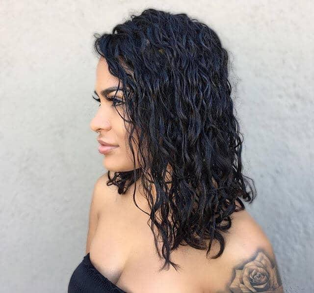Прирученная Естественно Вьющаяся Идея Волос
