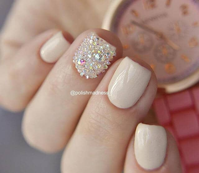 Beige Square Nails with Diamond-Coated Accent