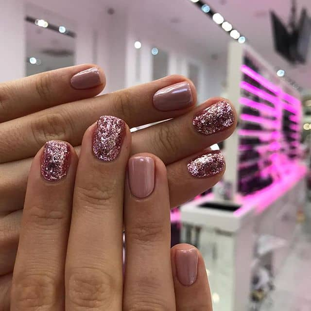 Cute and Easy Pink Glitter Short Nail Idea