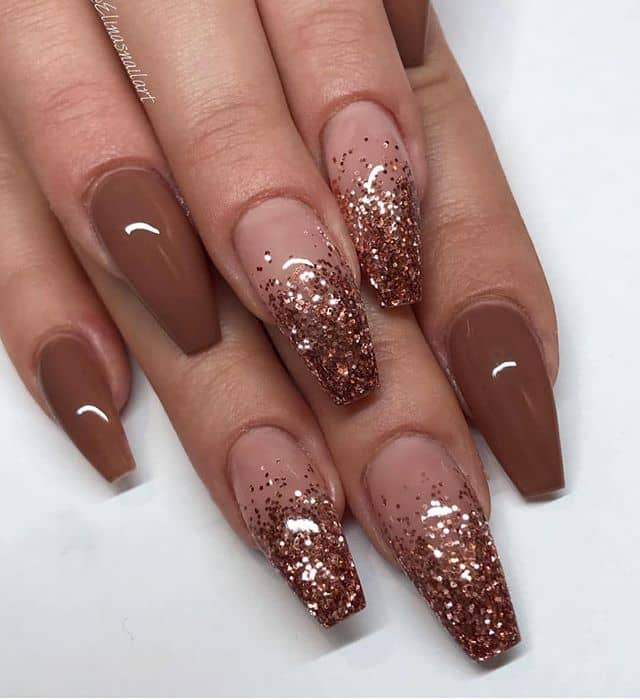 Classy Natural Look with Glitter Accent Fingers