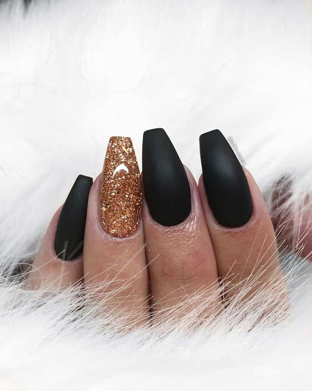 Standout Gold Nails in the Black Sea