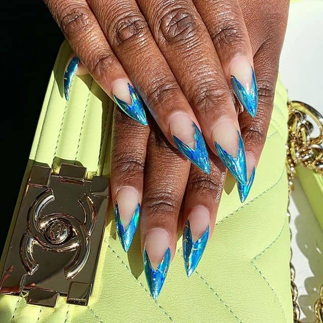 Ride the Tide with these Ocean Blue Nails!
