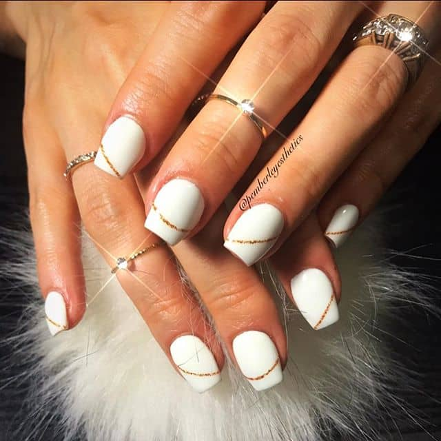 Seamless Striped White and Gold Nails