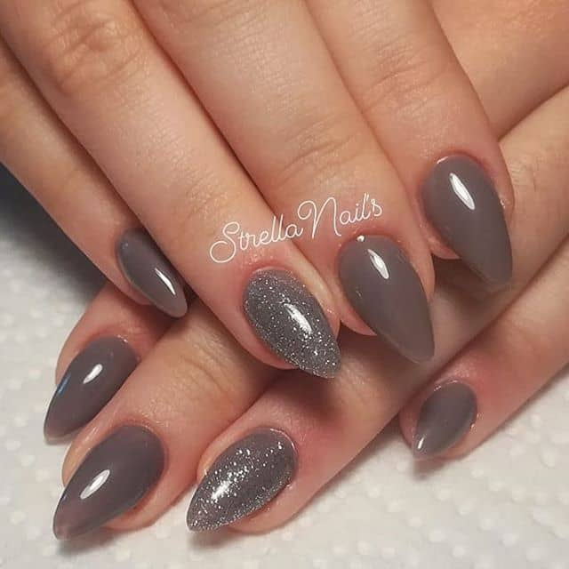 Smooth Latte Mountain Peak Nail Art with Glitter