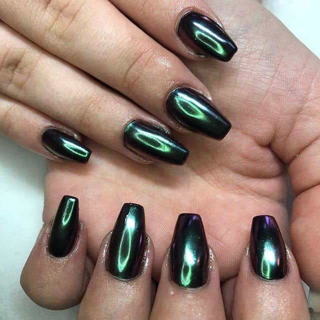 Stunning Emerald Green Chrome Nails by Paige