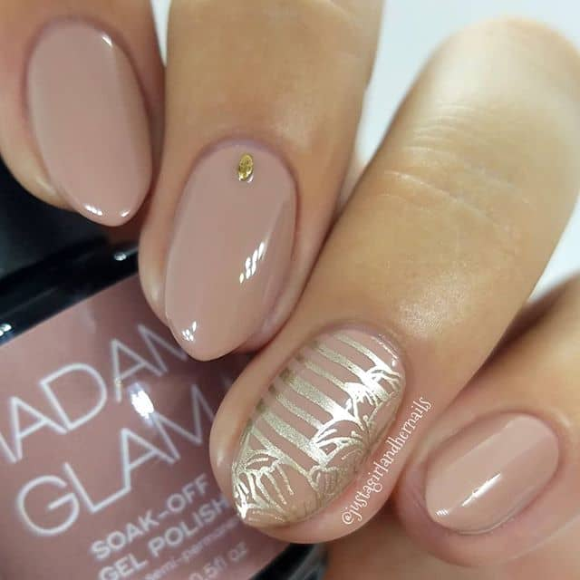 Stylish Taupe and Gold Prom Nail Art Design