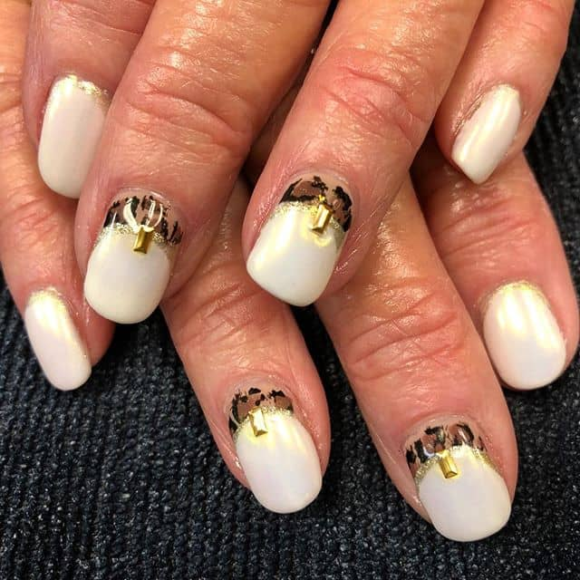 Unique and Simple White Gold Nails