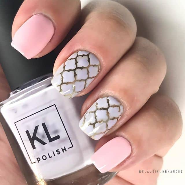 Cute Short Nail Design Uses Gold Sparingly