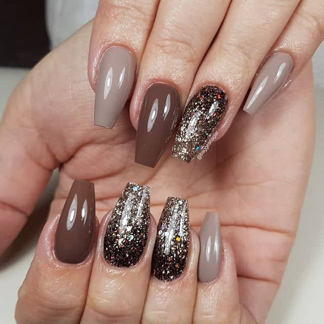 Formal Dark Color Nails with Personality