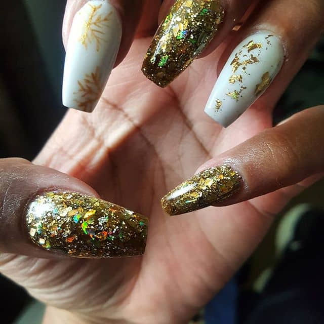 Winter Nails Combine Glitter and Gold